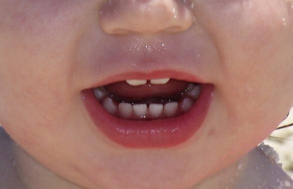 ¿Cuando hay que empezar a cepillar los dientes a los niños? CUANDO ASOMAN.